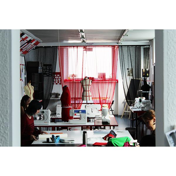 Corsi sartoriali di moda milano il teatro della moda for Scuola di moda milano costi